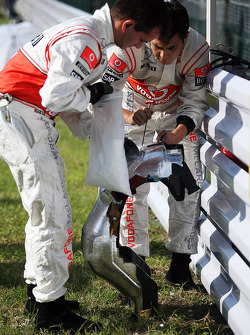 McLaren adjust a race seat on the grid