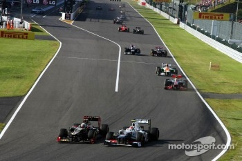 Kimi Raikkonen, Lotus F1 and Sergio Perez, Sauber battle for position