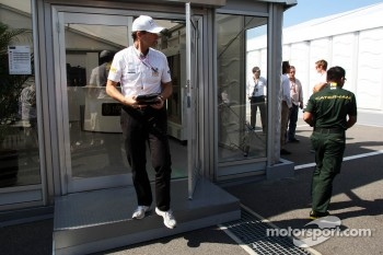 Luis Perez-Sala, HRT Formula One Team, Team Prinicpal leaves a teams' meeting