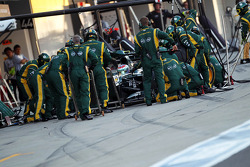 Vitaly Petrov, Caterham makes a pit stop