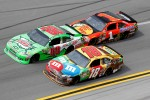 Dale Earnhardt Jr., Hendrick Motorsports Chevrolet, Kyle Busch, Joe Gibbs Racing Toyota, Jamie McMurray, Earnhardt Ganassi Racing Chevrolet
