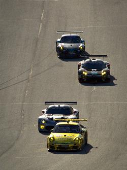 #11 JDX Racing Porsche 911 GT3 Cup: Chris Cumming, Michael Valiante leads a group of cars