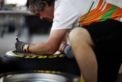 Neil Dickie, Sahara Force India F1 Team marks up Pirelli tyres