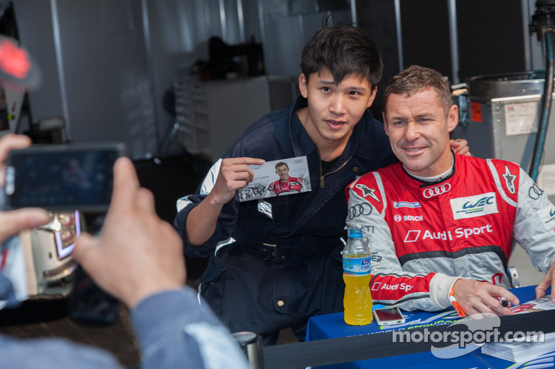 Shanghai circuit worker and Tom Kristensen