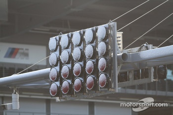 The starting lights are covered in snow, no race at the Nürburgring due to snow and ice