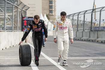 Rob Bell and Alvaro Parente bring back their broken wheel after qualifying