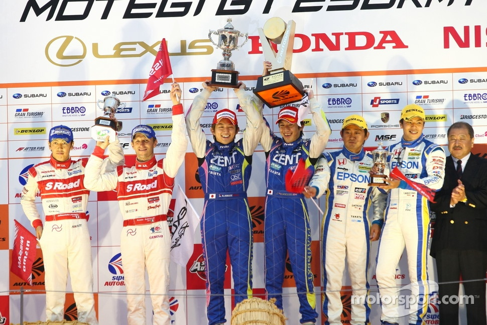 GT500 podium: winners Yuji Tachikawa, Kohei Hirate, second place and 2012 champions Masataka Yanagida, Ronnie Quintarelli, third place Ryo Michigami, Yuki Nakayama