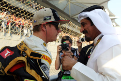 Kimi Raikkonen, Lotus F1 Team with Mohammed Bin Sulayem, on the grid