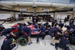 Scuderia Toro Rosso practice pit stops