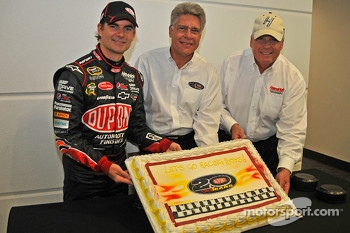 Jeff Gordon and Rick Hendrick with Nigel Budden, DuPont Performance Coatings North American Business director