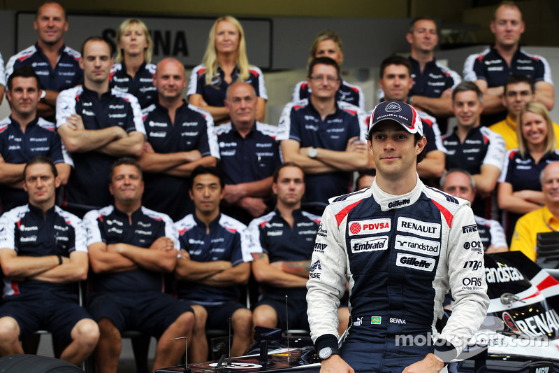 Bruno Senna, Williams in a team photograph