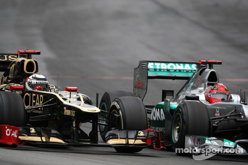 Kamui Kobayashi, Sauber F1 Team, und Michael Schumacher, Mercedes GP