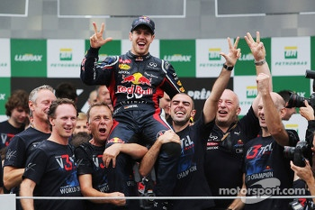 Sebastian Vettel, Red Bull Racing celebrates winning the World Championship with the team