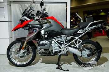 BMW R1200 GS in Red and Aluminum