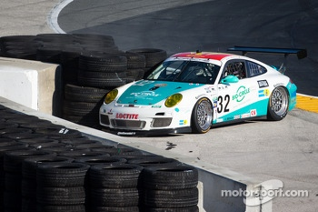 GT leader #32 Konrad Motorsport/Orbit Porsche GT3: Michael Christensen, Christian Englehart, Nick Tandy, Lance Willsey crashes