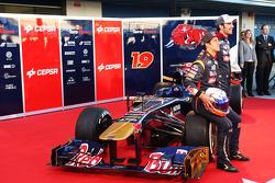 Daniel Ricciardo, Scuderia Toro Rosso and team mate Jean-Eric Vergne, Scuderia Toro Rosso with the new Scuderia Toro Rosso STR8