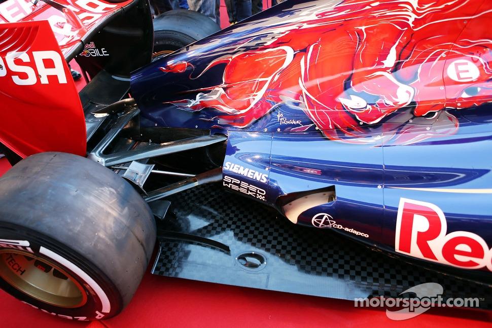 Scuderia Toro Rosso STR8 exhaust and rear suspension detail