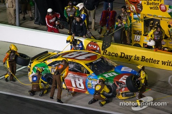 Kyle Busch, Joe Gibbs Racing Toyota in the pit with damage
