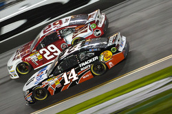 Tony Stewart, Stewart-Haas Racing Chevrolet and Kevin Harvick, Richard Childress Racing Chevrolet