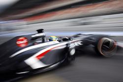 Esteban Gutierrez, Sauber C32 leaves the pits