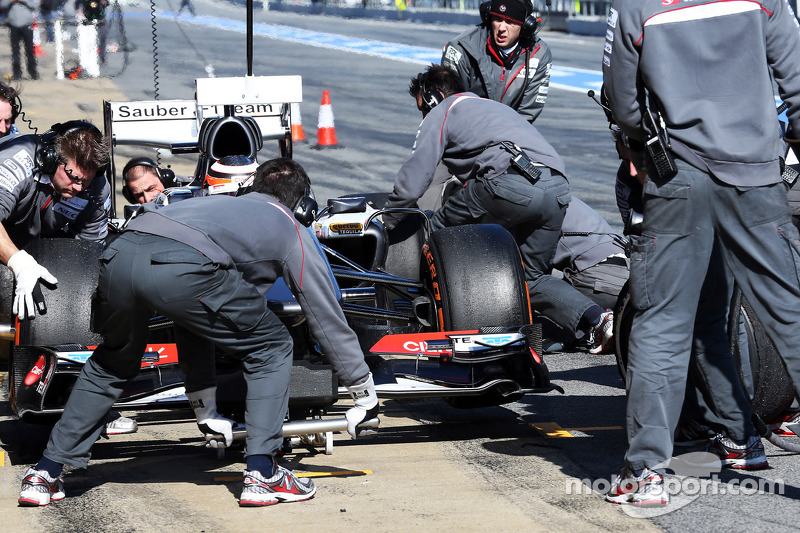 Nico Hulkenberg, Sauber C32 practices pit stops