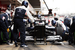 Valtteri Bottas, Williams FW35 practices pit stops