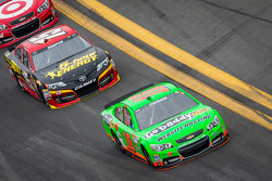 Danica Patrick, Stewart-Haas Racing Chevrolet and Clint Bowyer, Michael Waltrip Racing Toyota