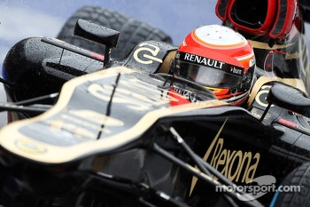 Romain Grosjean, Lotus F1 E21 leaves the pits