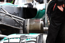Lewis Hamilton, Mercedes AMG F1 W04 practice pit stop