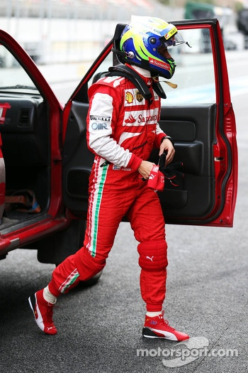 Felipe Massa, Ferrari returns to the pits after stopping on the circuit