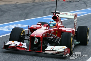 Fernando Alonso, Ferrari F138 running flow-vis paint