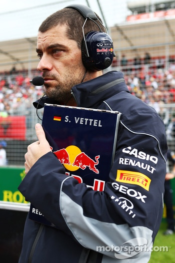 Guillaume Rocquelin, Red Bull Racing Race Engineer on the grid