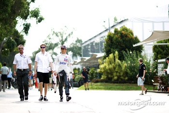 Beat Zehnder, Sauber F1 Team Manager with Nico Hulkenberg, Sauber and Esteban Gutierrez, Sauber