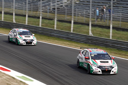 Tiago Monteiro, Castrol Honda World Touring Car Team Honda Civic and Gabriele Tarquini, Castrol Honda World Touring Car Team Honda Civic