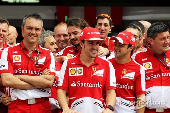 Fernando Alonso, Ferrari celebrates his 200th GP with team mate Felipe Massa, Ferrari and the team