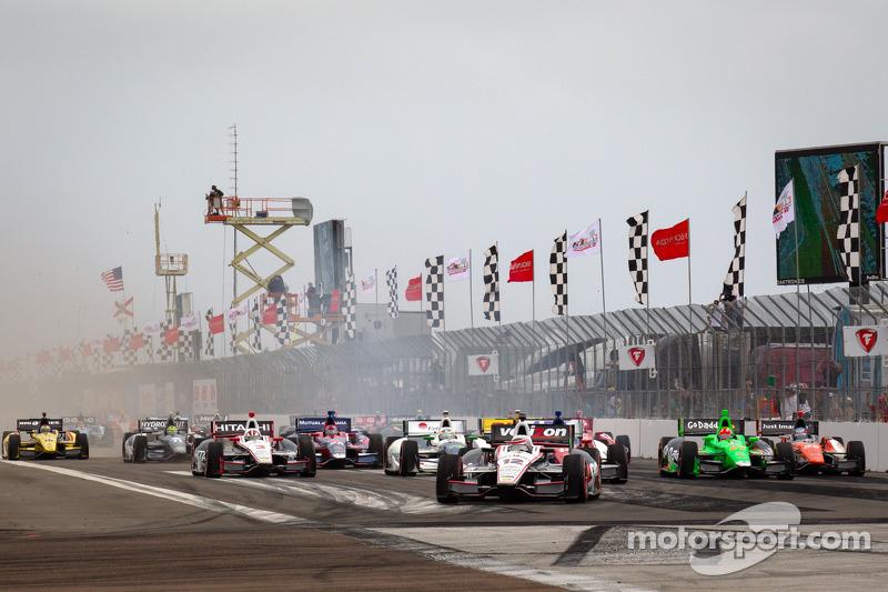 Start: Will Power, Team Penske Chevrolet leads the field