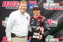 Podium: second place Helio Castroneves, Team Penske Chevrolet with Bill Foster, Mayor of St. Petersburg