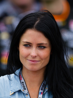 Victory circle: Kirsten Dee, girlfriend of James Hinchcliffe, Andretti Autosport Chevrolet