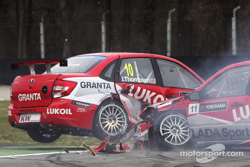 Crash,Alexey Dudukalo, Lada Granta, LADA Sport Lukoil  and James Thompson, Lada Granta, LADA Sport Lukoil