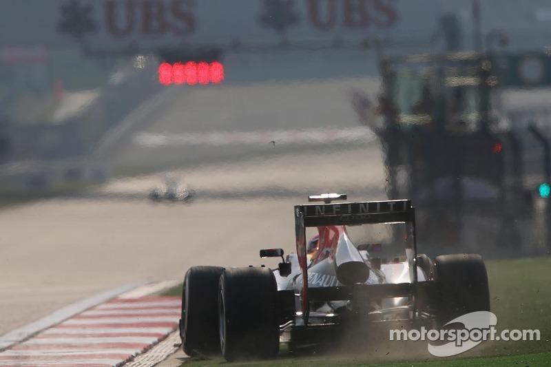 Mark Webber, Red Bull Racing RB9 runs wide