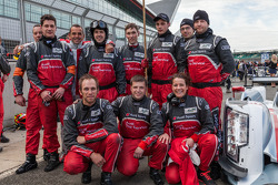 Benoit Tréluyer with #1 Audi pit crew