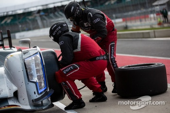 #2 Audi getting fresh tires