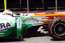 Paul di Resta, Sahara Force India VJM06 running flow-vis paint