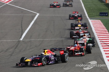 Sebastian Vettel, Red Bull Racing RB9 leads Fernando Alonso, Ferrari F138