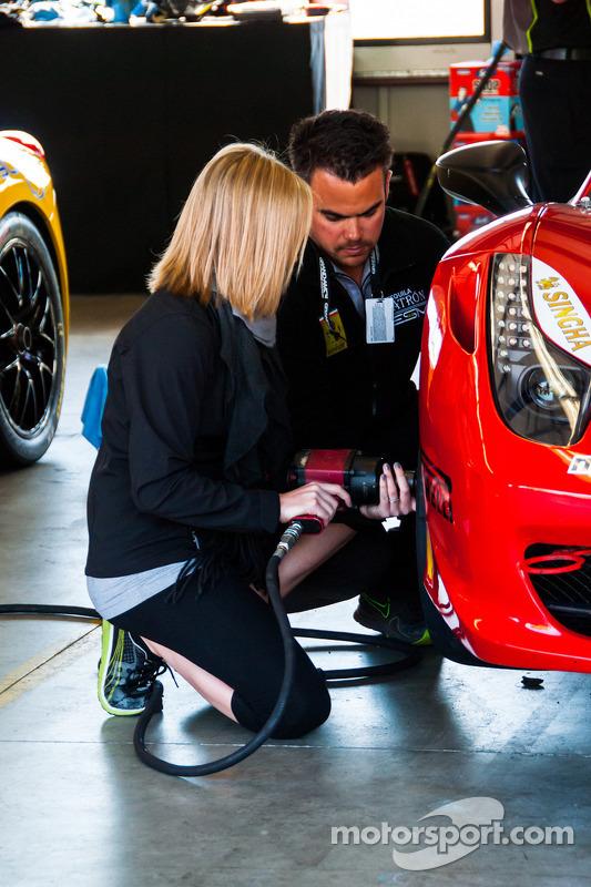 Ferrari Challenge Garage Crew Details