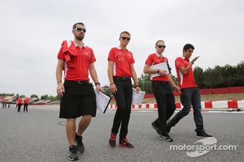 Max Chilton, Marussia F1 Team and grop walk the circuit