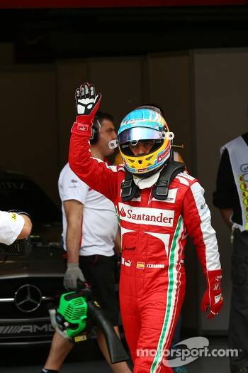 Fernando Alonso, Ferrari waves to his fans