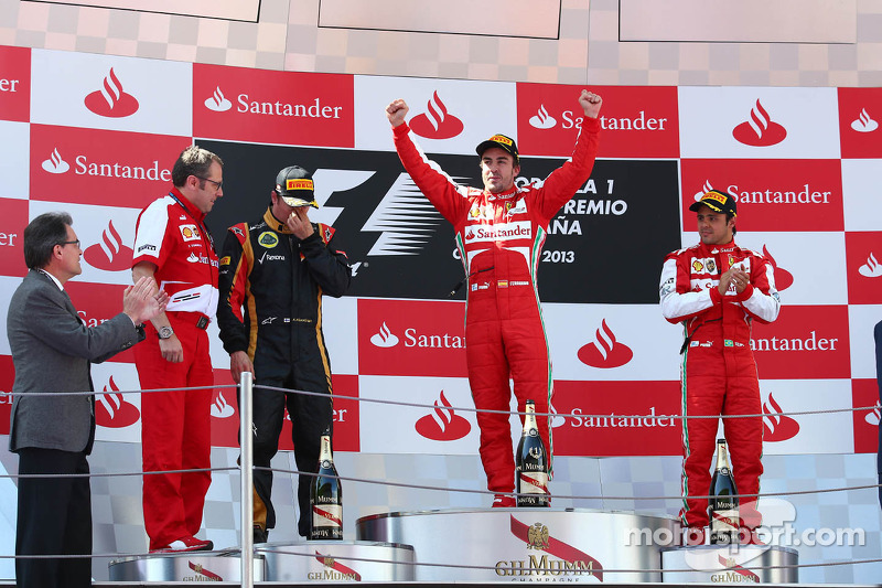 1st place Fernando Alonso, Ferrari F138 with 2nd place Kimi Raikkonen, Lotus F1 E21 and 3rd place Felipe Massa, Ferrari F138 and Stefano Domenicali, Ferrari General Director