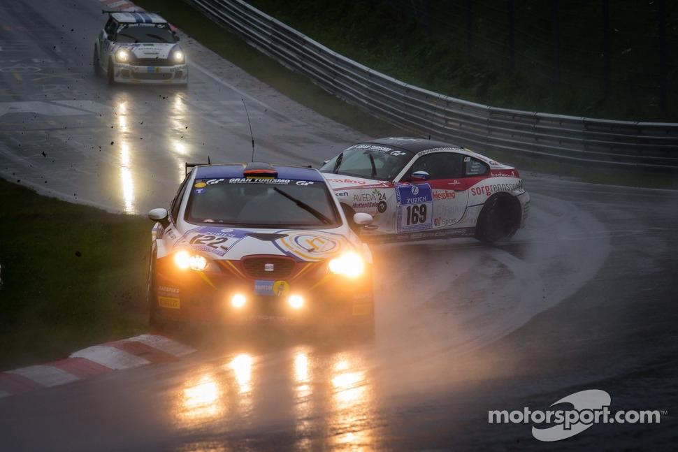 http://cdn-5.motorsport.com/static/img/mgl/1500000/1550000/1558000/1558900/1558955/s1_1.jpg