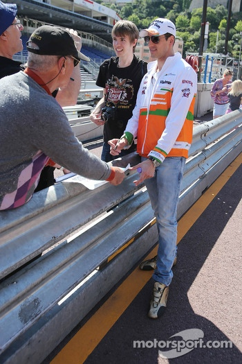 Adrian Sutil, Sahara Force India F1 with fans